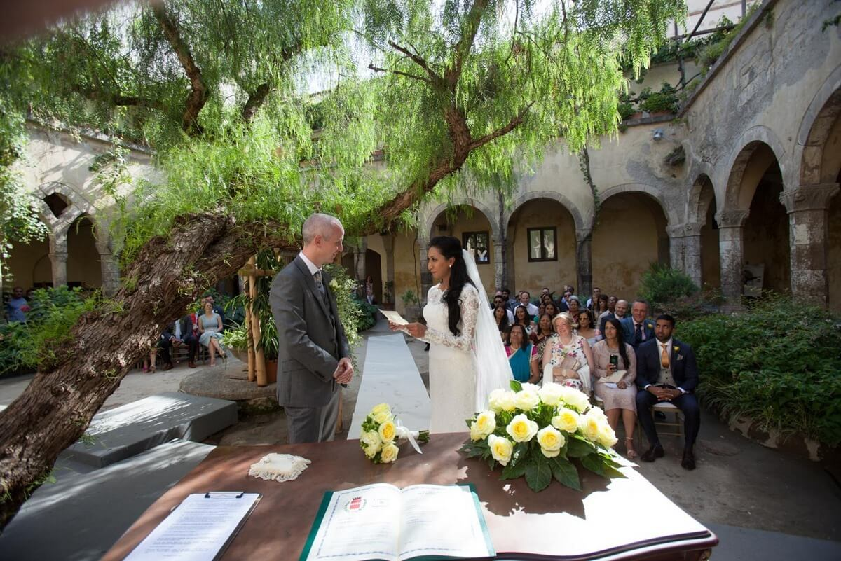 How-to-plan-a-wedding-abroad-the-bridal-consultant